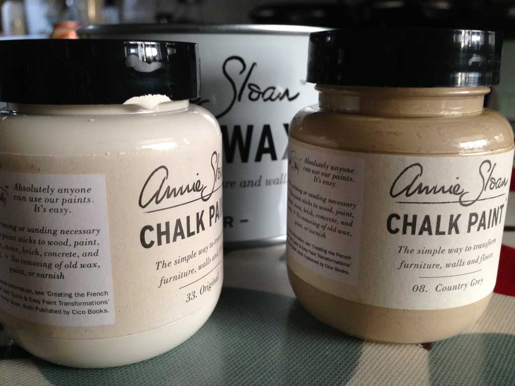 annie sloane chalk paint — perfect for upcycling an old desk