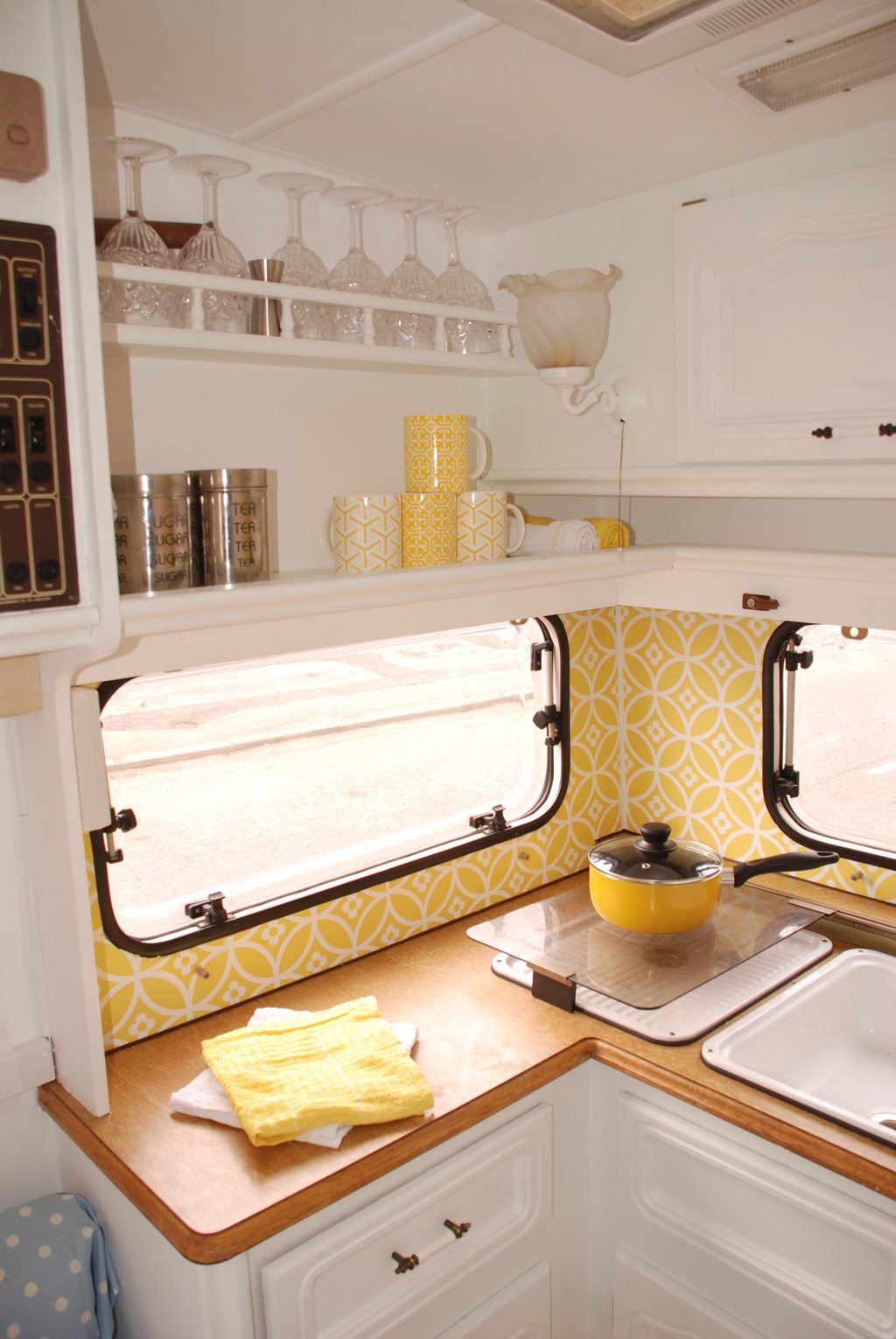 136 weeks and 6 days a caravan makeover with wallpaper for Rv bathroom wallpaper