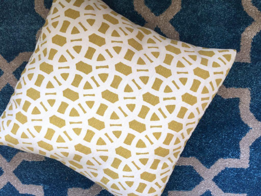 cushion_and_Carpet