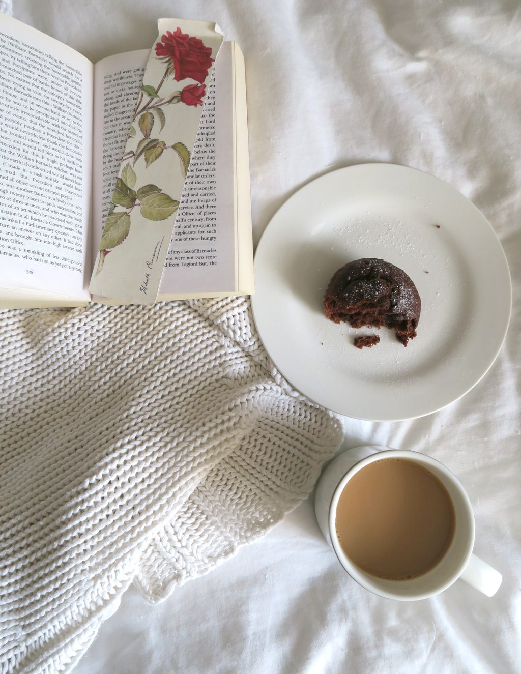 book_tea_on_bed