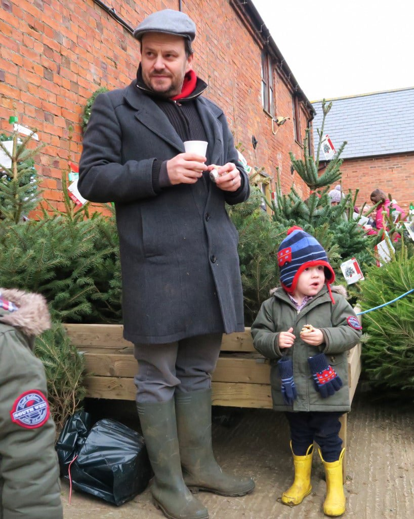 christmas-tree-shopping-mook-and-bertie