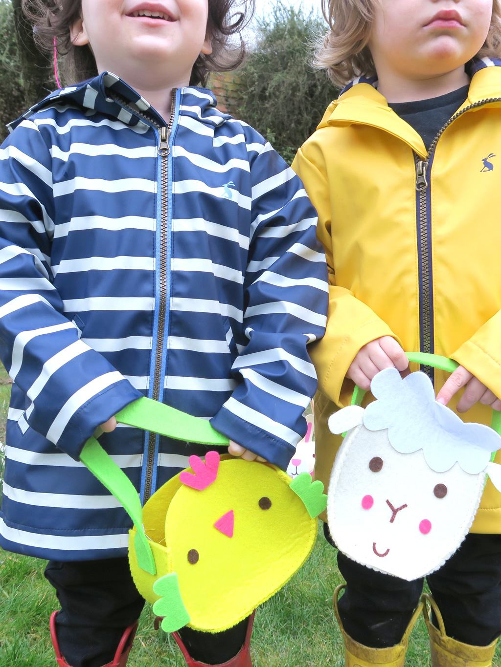 Little easter bags for an Easter egg hunt from the post How to Organise an Easter Egg Hunt For Toddlers by The Twinkle Diaries