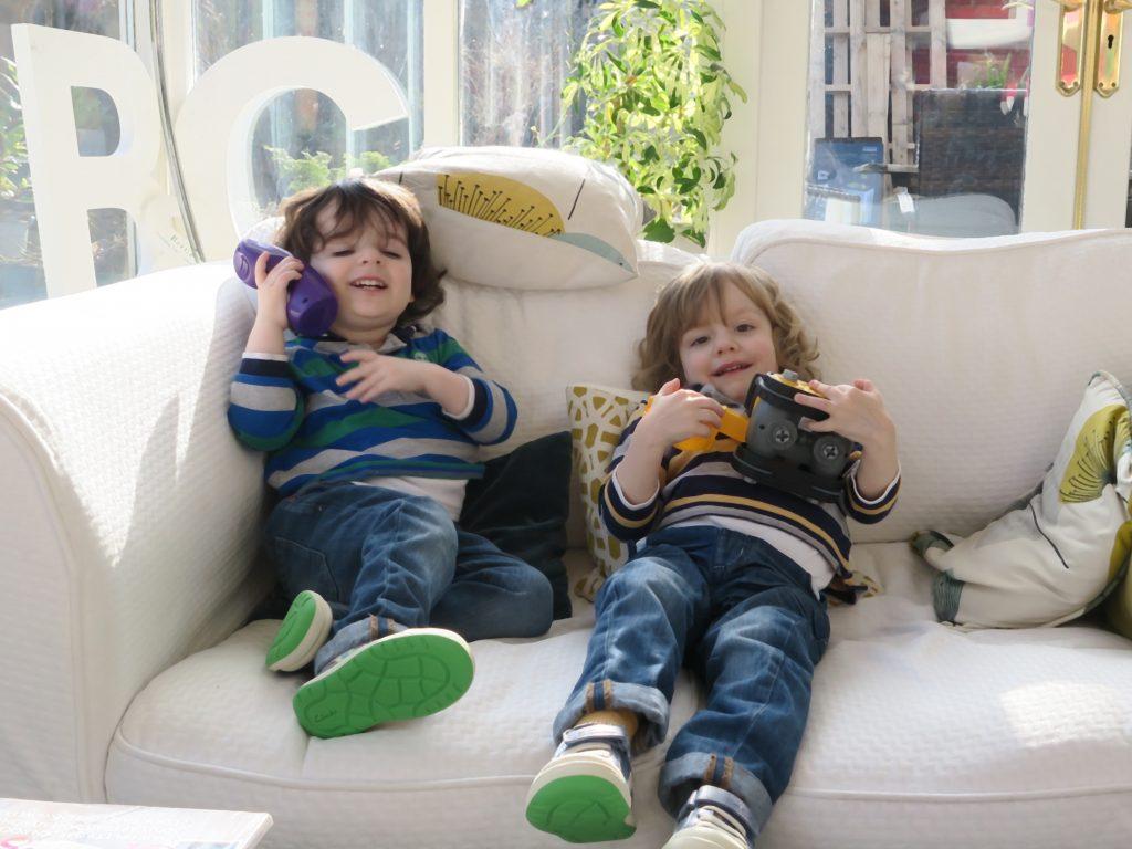 twins_on_the_sofa