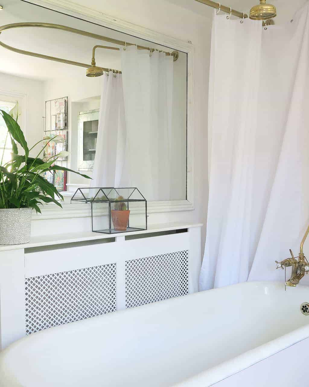 5 tips for a simple bathroom makeover — mirrors are a great way of doubling your space