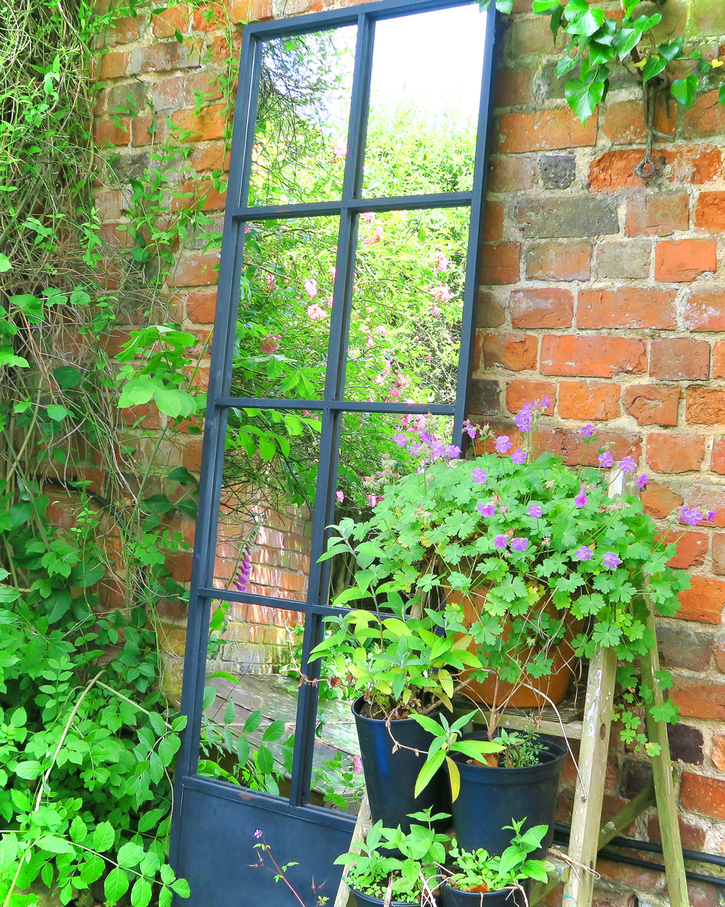 Charmant A Strategically Placed Garden Mirror Will Illuminate Even The Gloomiest  Corner And Also Give Tantalising Glimpses ...