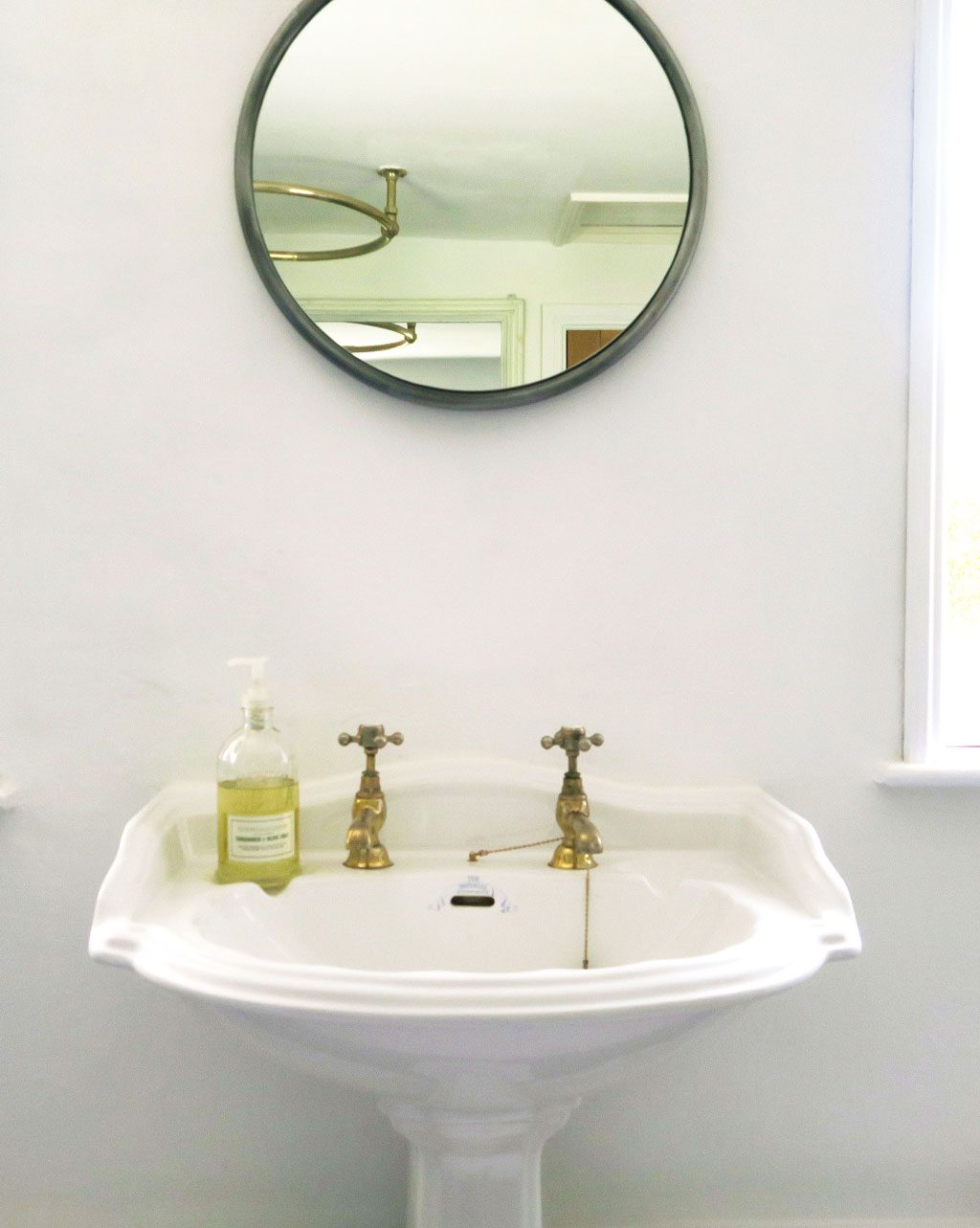 5 tips for a simple bathroom makeover from The Twinkle Diaries