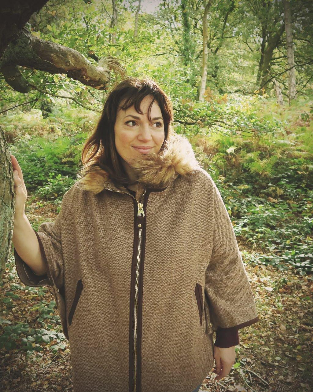 joules contessa cape — tweed cape with fur collar