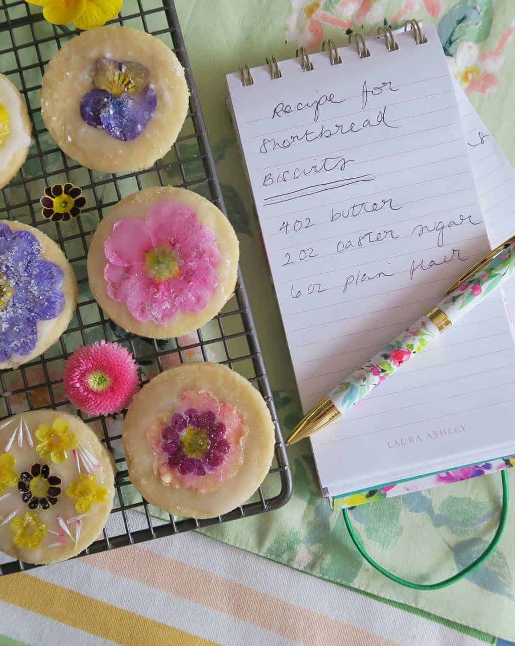 Recipe for edible flower biscuits