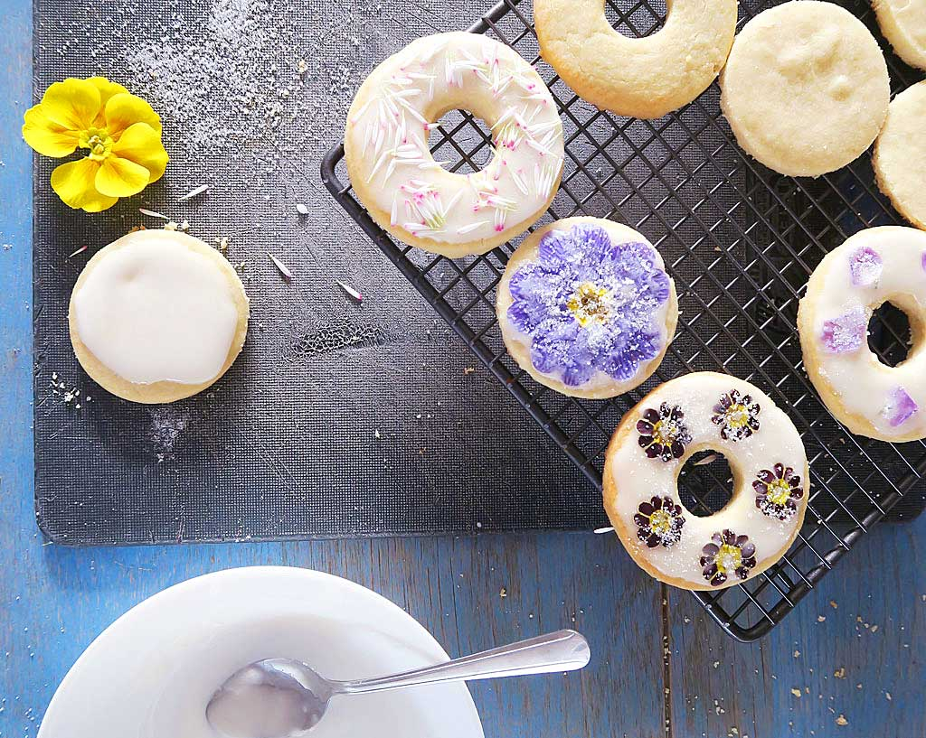 Recipe for Shortbread Biscuits with Edible Flowers