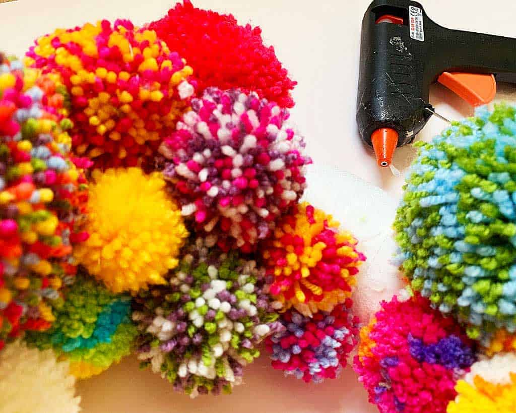Want to learn how to make a pom pom wreath? This is such a fun project!