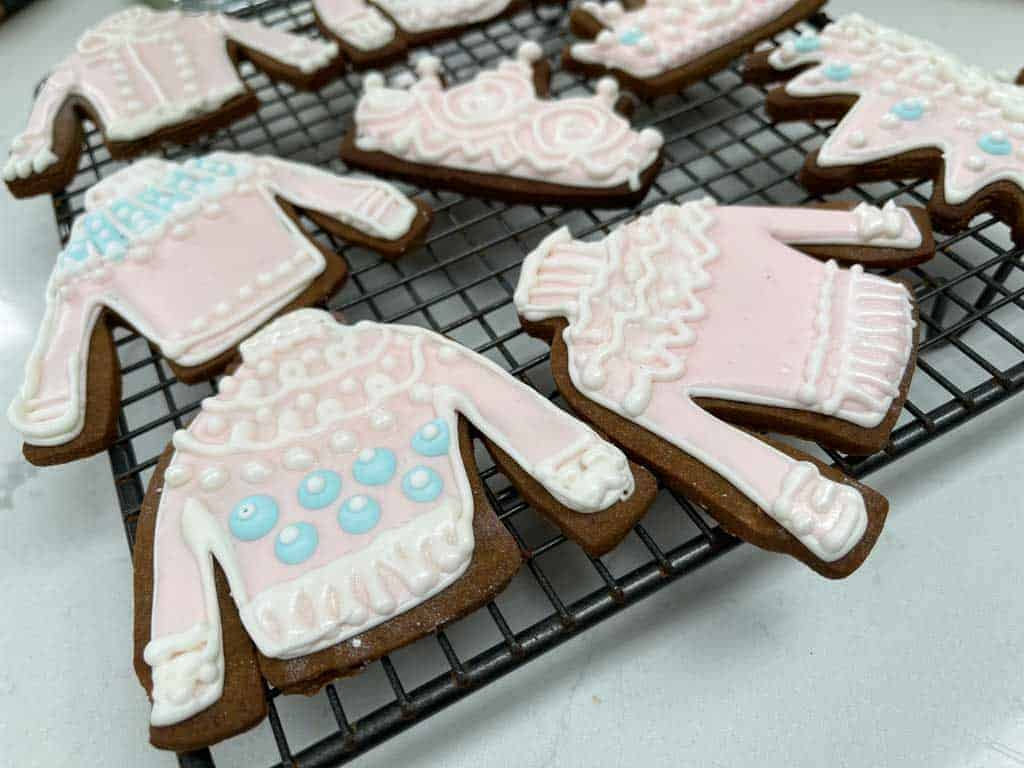 Sweet gingerbread jumpers and crown biscuits